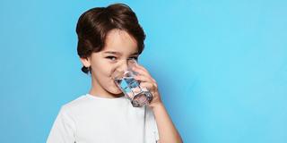 ما هي كمية المياه التي يجب على الأطفال شربها يوميًا؟