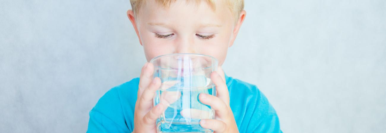 איך תגרמו לילדים לשתות יותר מים? מומחי שטראוס מים ממליצים