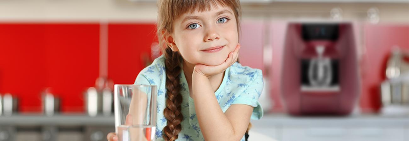 5 טריקים לגרום לילדים לשתות יותר מים