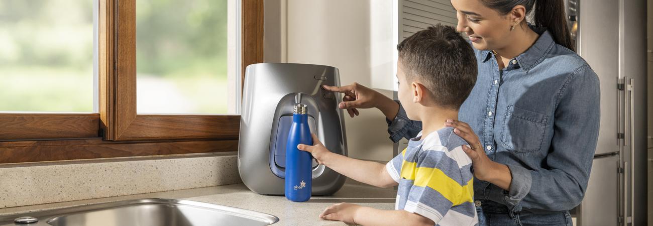 בקבוקי מים רב-פעמיים לילדים לעידוד שתיית מים